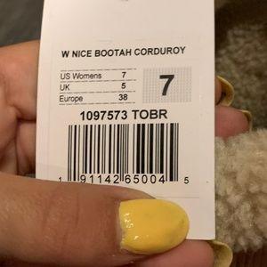 NEW SANUK BOOTS SIZE: 7